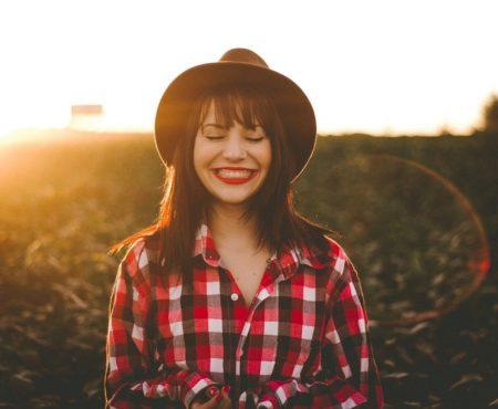 Doppelkinn entfernen: Schöner Übergang zwischen Gesicht und Hals