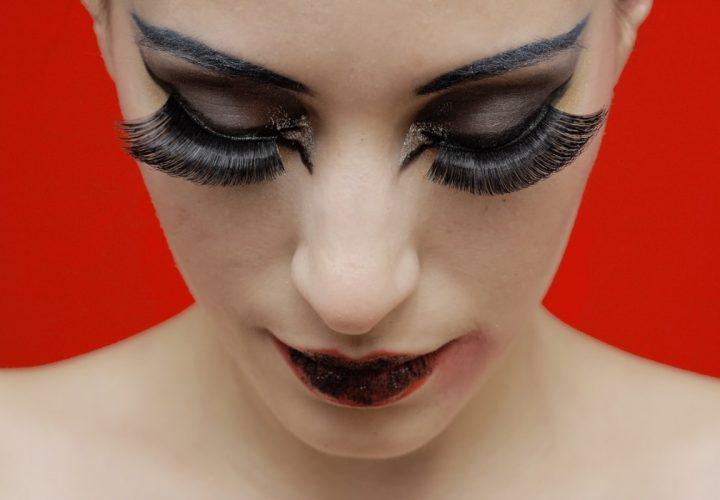 Schöne Wimpern und Augenbrauen mit professionellen Produkten von Miss Lashes